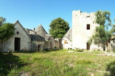 MASSERIA WITH SIGHT TOWERS AND TRULLI IN OSTUNI, APULIA