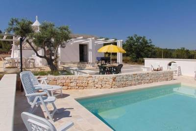 TRULLI AND LAMIE WITH SWIMMING POOL AND VIEWS IN CEGLIE MESSAPICA, APULIA