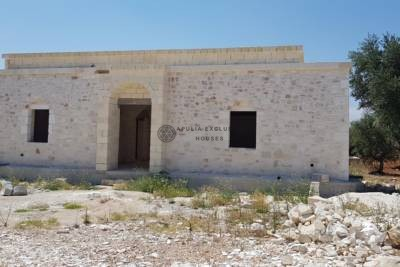 BEAUTIFUL VILLA UNDER CONSTRUCTION IN CAROVIGNO, APULIA