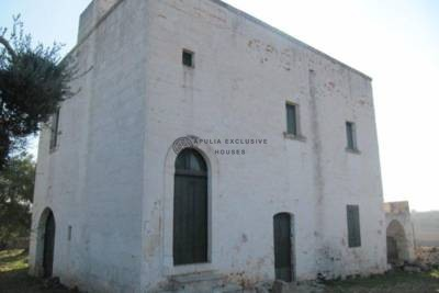 ANTIQUE COUNTRY HOUSE FOR SALE IN OSTUNI, APULIA