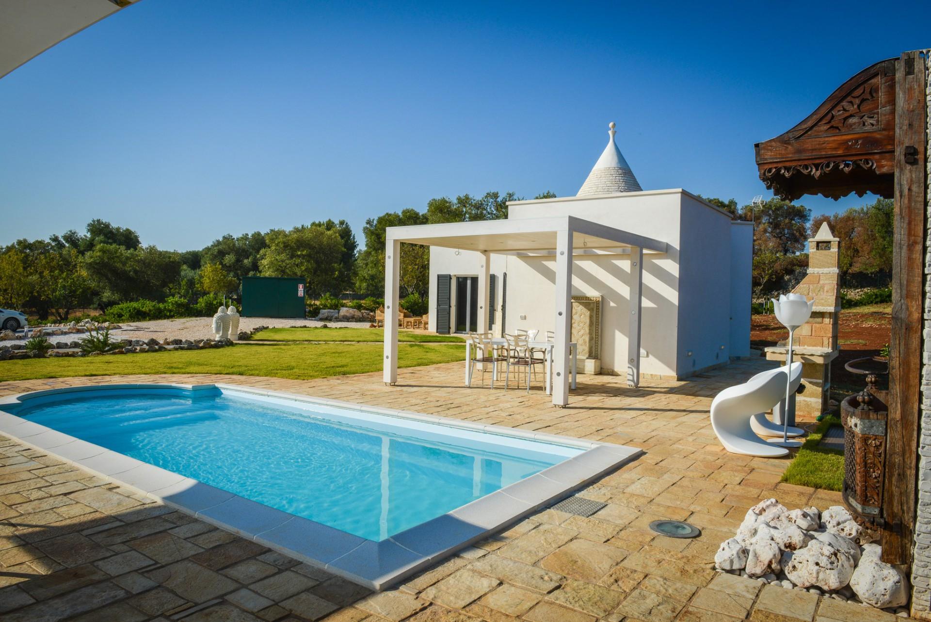 Bel trullo con piscina in vendita a carovigno puglia - Ville con piscina in vendita ...