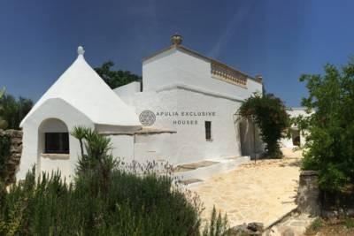 TRULLI WITH 5 CONES AND LAMIA FOR SALE IN CEGLIE MESSAPICA