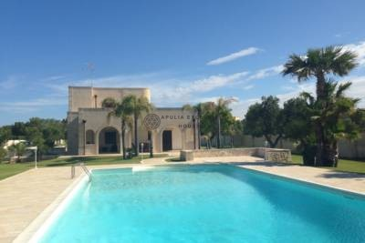 BEAUTIFUL VILLA WITH SWIMMING POOL FOR SALE IN CAROVIGNO, APULIA
