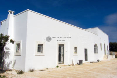 BEAUTIFUL RENOVATED COUNTRY HOUSE  IN OSTUNI