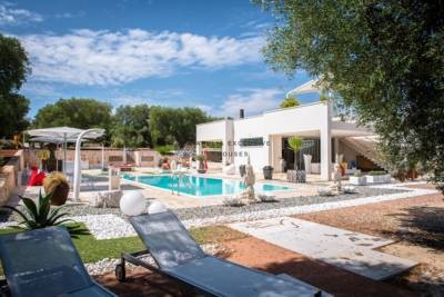 LUXURY VILLA WITH POOL FOR SALE IN APULIA CAROVIGNO