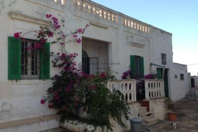 CASALE WITH SEA-VIEW FOR SALE IN OSTUNI