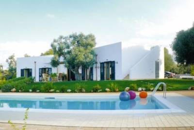 VILLA WITH POOL FOR SALE IN CAROVIGNO