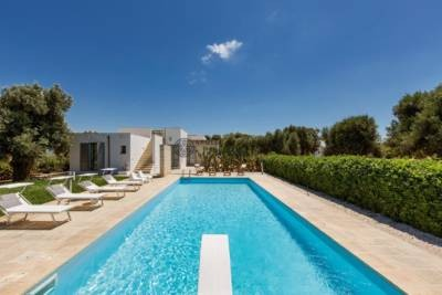LUXURY VILLA SEA VIEW IN TORRE GUACETO