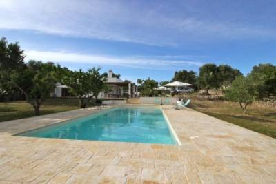 BEAUTIFUL VILLA WITH POOL IN CAROVIGNO