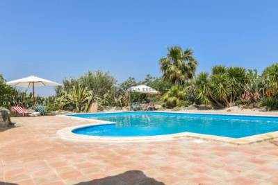 VILLAS WITH POOL IN SAN VITO DEI NORMANNI
