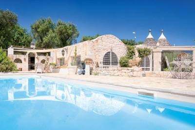 LUXURY TRULLI WITH POOL IN OSTUNI