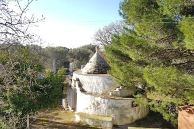 VILLA IN THE COUNTRYSIDE WITH TRULLO IN CAROVIGNO