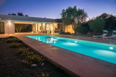 VILLA CLIZIA | Villa minimal con piscina in Puglia