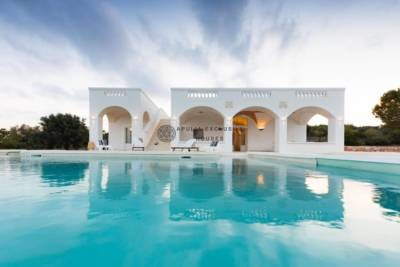 CHARMING VILLA WITH POOL IN OSTUNI